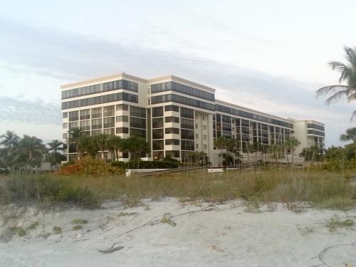 Floridian Architecture: Boring, Banal & Interesting